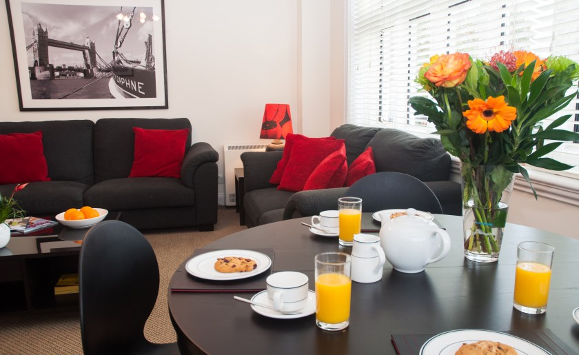 3 bed serviced apartments in Staines